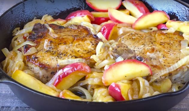 Apple Pork Chops with Caramelized Onions