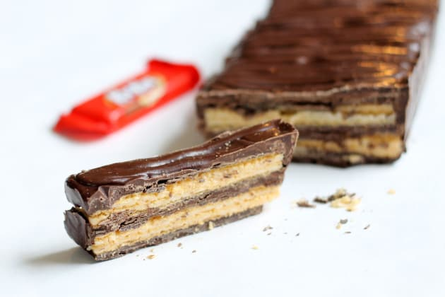 Homemade Kit Kat bars are only two ingredients away. Make 'em huge ...