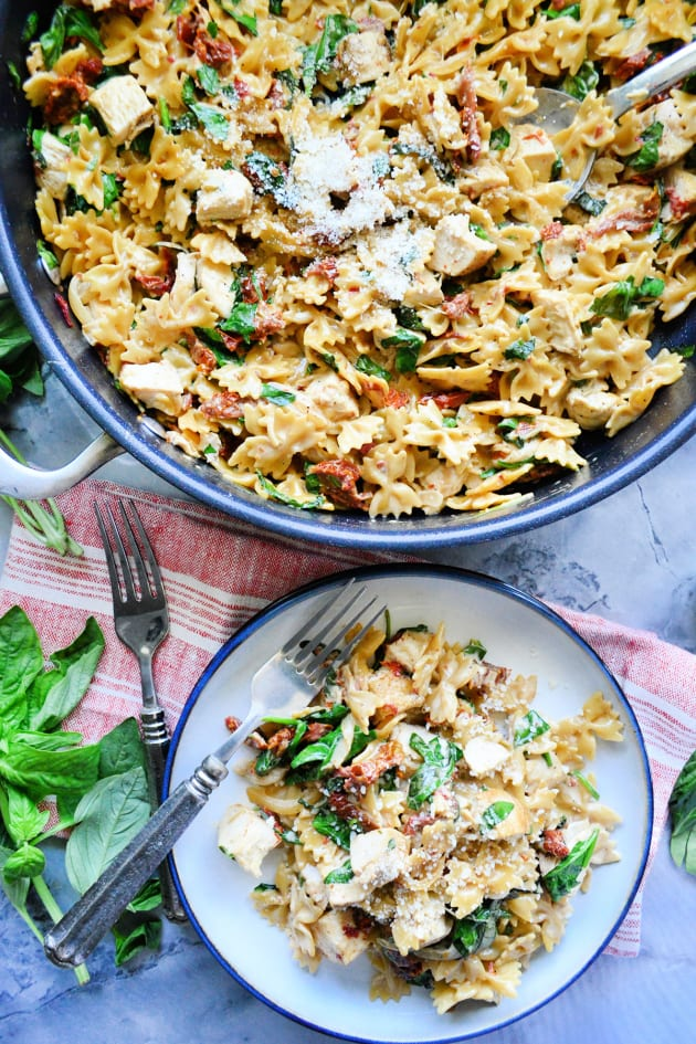 One Pot Creamy Smoked Sundried Tomato Pasta Picture