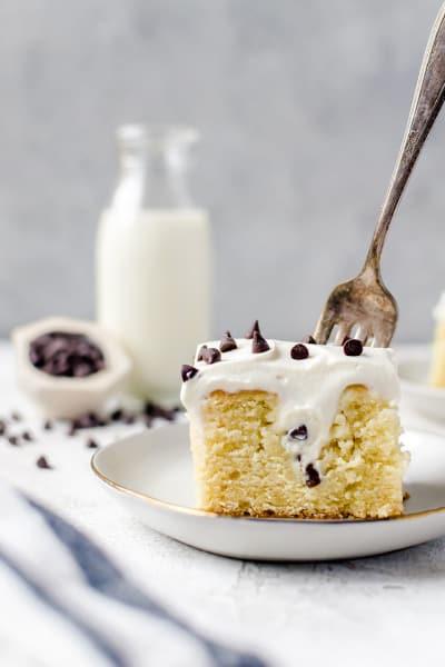 Cannoli Poke Cake Pic