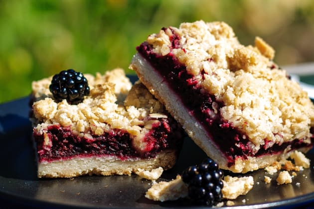 Blackberry Crumble Bars Photo