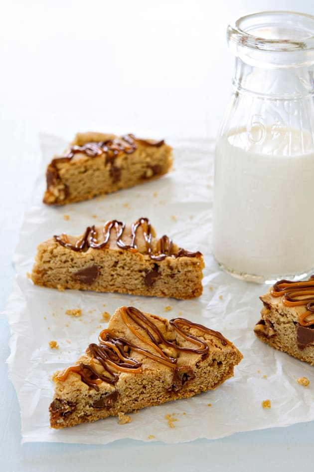 Snickers Chocolate Chip Cookie Bars Picture