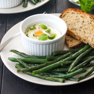 Baked eggs and green beans photo