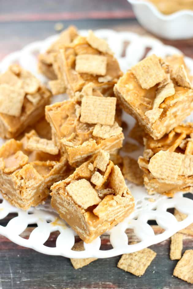 Peanut Butter Cinnamon Toast Crunch Fudge - Food Fanatic