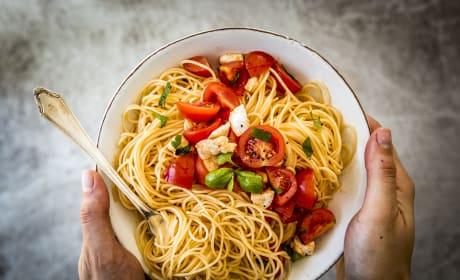 15 Minute Caprese Pasta Recipe