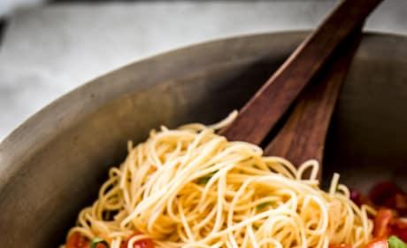 15 Minute Caprese Pasta Picture