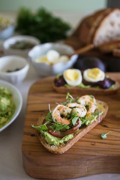 鳄梨烤面包条虾