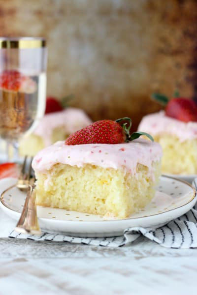 Strawberry Champagne Cake Pic