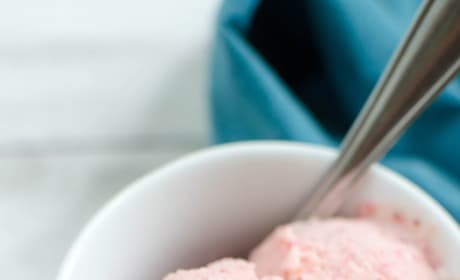 Paleo Strawberry Ice Cream Picture