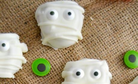 Monster Cookie Dough Pretzel Mummy Bites Picture