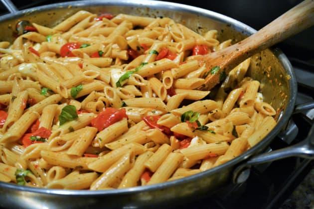 One Pot Caprese Pasta Pic