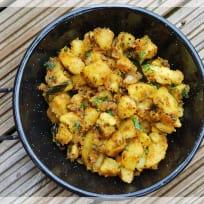 Aloo Ke Sookhi Sabzi | Dry Potato Curry | Bombay Aloo | Bombay Potato Recipe
