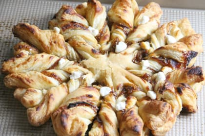Prosciutto, Fig and Goat Cheese Star Bread