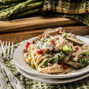 Creamy asparagus pasta photo