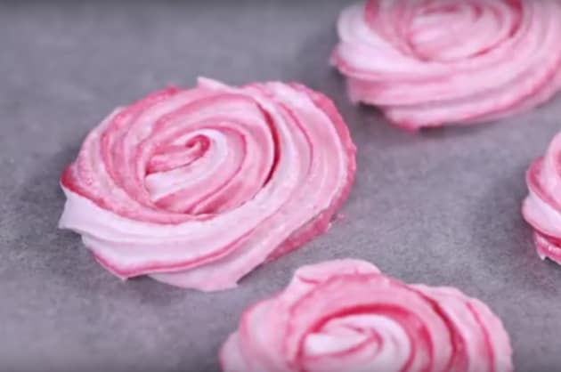 Making Chocolate Meringue Roses