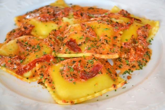Creamy Sundried Tomato Ravioli Image