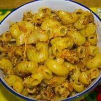 Макароны быстро и вкусно с подливой из курицы