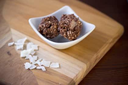 Apricot Coconut Balls: No Bake Nutrition