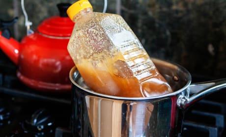 How to Decrystallize Honey Image