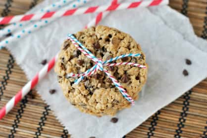 Oatmeal Chocolate Chip Cookies: Crispy, Chewy, Cookie Perfection