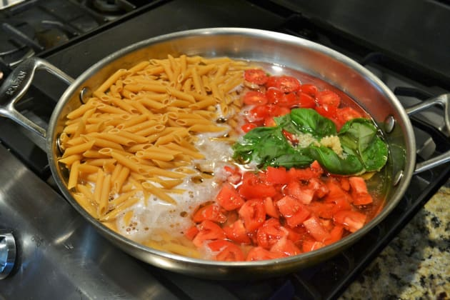 One Pot Caprese Pasta Image