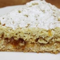 Тертый пирог с абрикосовым джемом