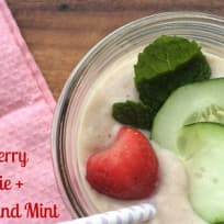 Strawberry Smoothie with Cucumber and Mint