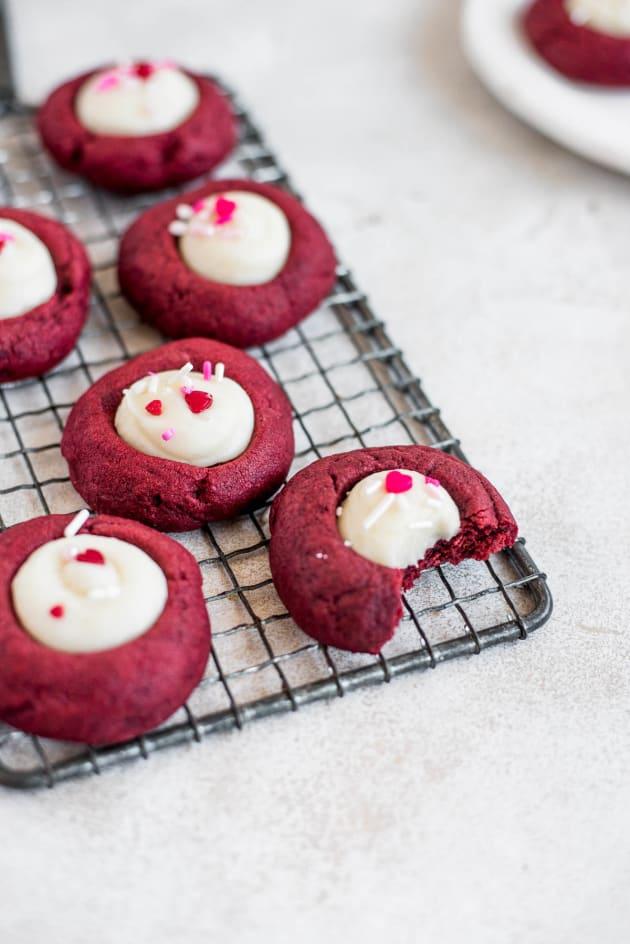Red Velvet Thumbnail Cookies Pic