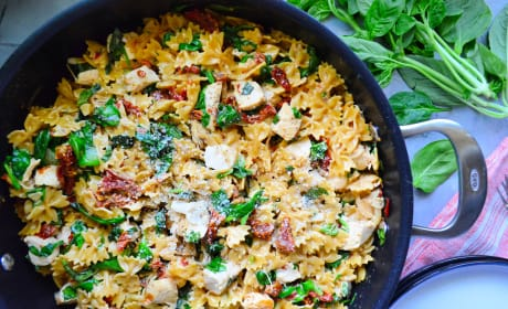 One Pot Creamy Smoked Sundried Tomato Pasta Photo