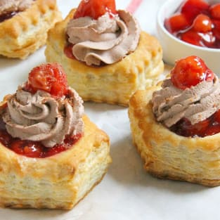 Black forest pastry cups photo