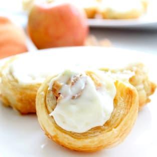 Apple pie cinnamon rolls photo
