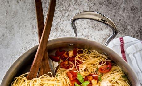 15 Minute Caprese Pasta Image