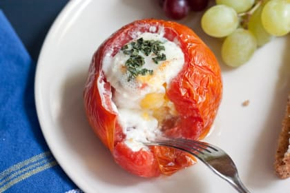 Baked Eggs in Tomatoes: A Savory Simple Breakfast