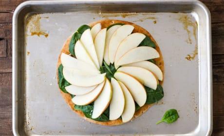 Cheddar Apple Pita Pizza Pic