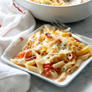 Cheesy tomato pasta bake photo