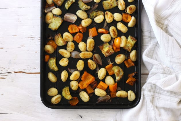 File 1 One Pan Roasted Gnocchi and Vegetables