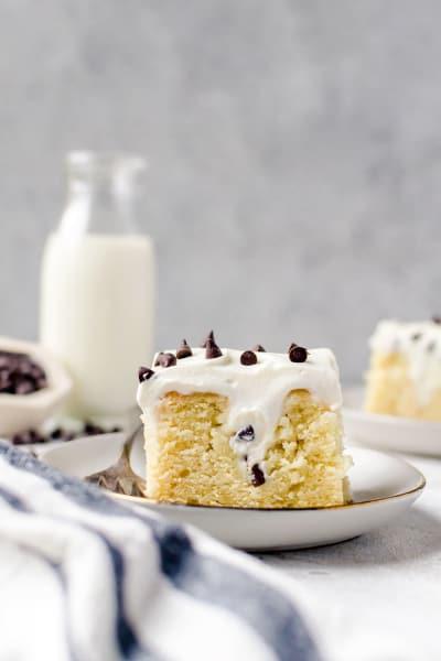 File 1 Cannoli Poke Cake