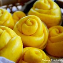 Steamed Pumpkin Flower Rolls 蒸金瓜花卷