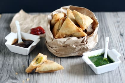 Mini Indian Samosas: Filled with Vegetarian Goodness