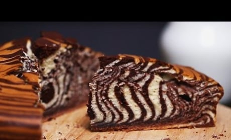 How to Make a Totally Cool Looking Zebra Cake