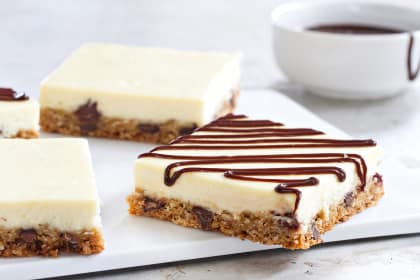 Oatmeal Chocolate Chip Cheesecake Bars