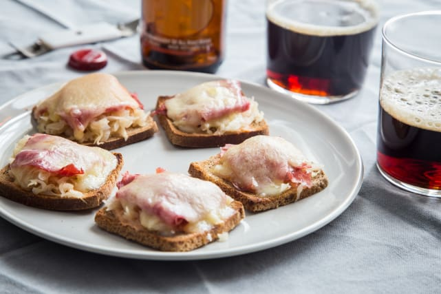 Mini Reuben Toasts Recipe