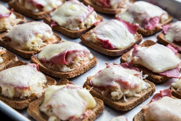 Mini Reuben Toasts Pic