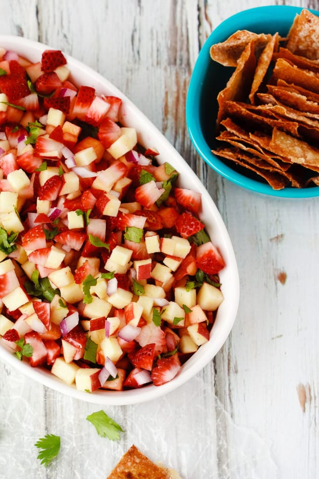 Fruit Salsa with Cinnamon Wonton Chips Picture