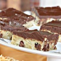 Chocolate Chip Macadamia Crunch Brownies