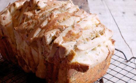 Garlic Cheddar Pull Apart Bread
