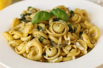 Lemon Pesto Pasta: Garlicky Fresh