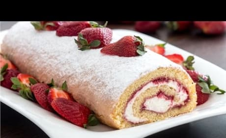 How to Make Strawberry Swiss Roll