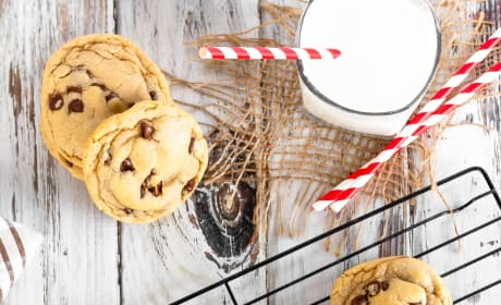 Easy Chocolate Chip Cookies Image