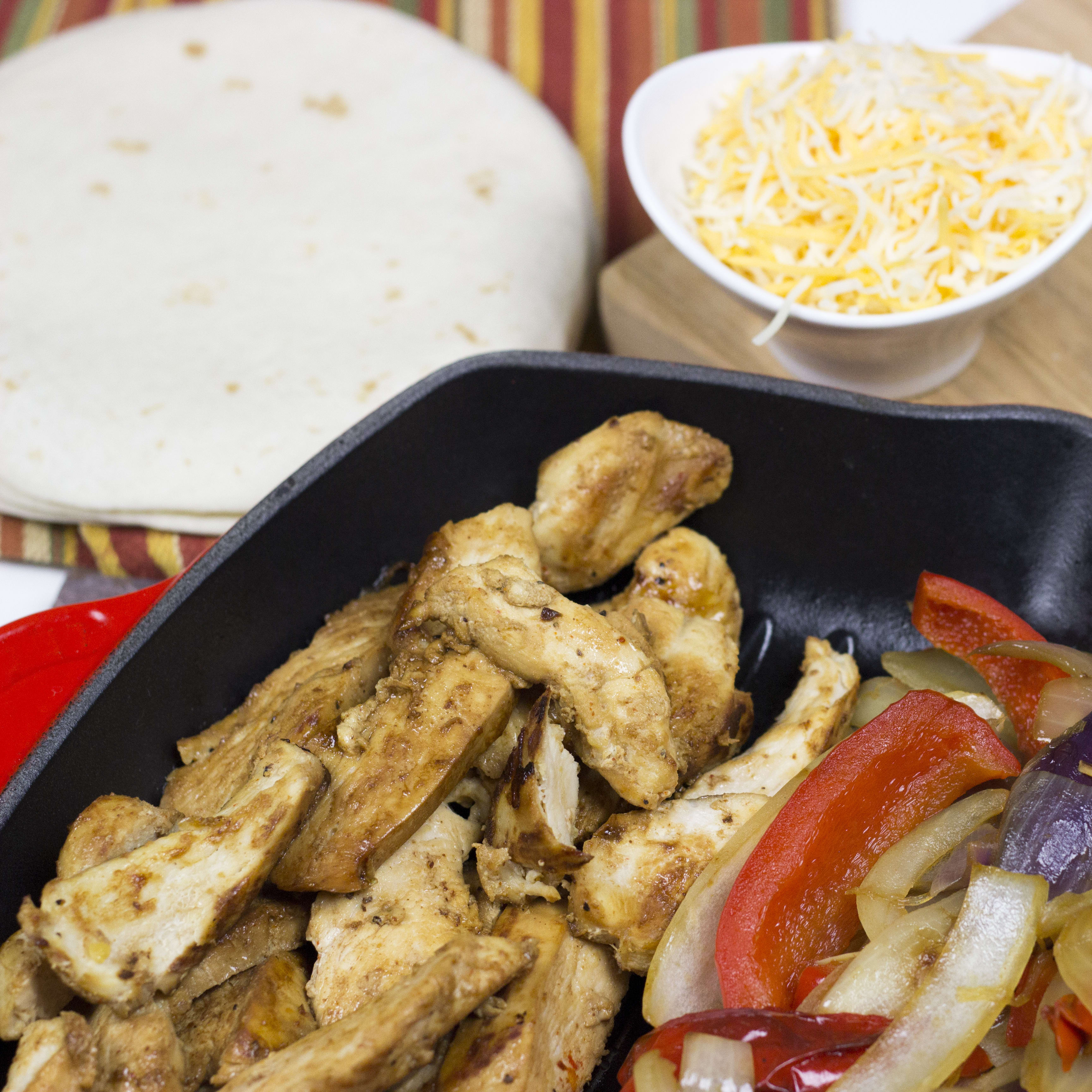 Homemade Chili S Chicken Fajitas Recipe Food Fanatic